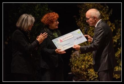 Remise du chèque à Frédérique d'Agostino et Cathy Kuhni, présidente et directrice d'Alzheimer Vaud, Jürg Wolfensberger